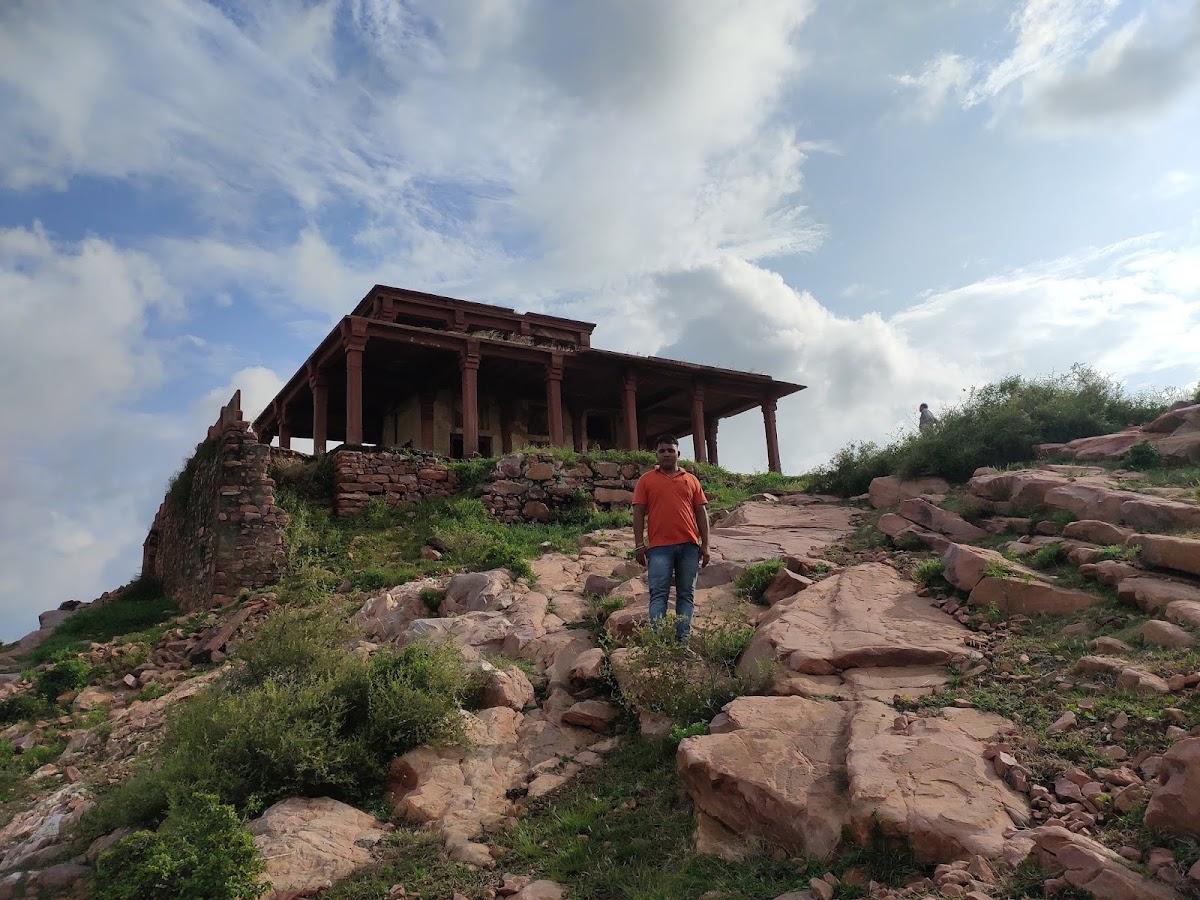 Barahdari Bayana fort