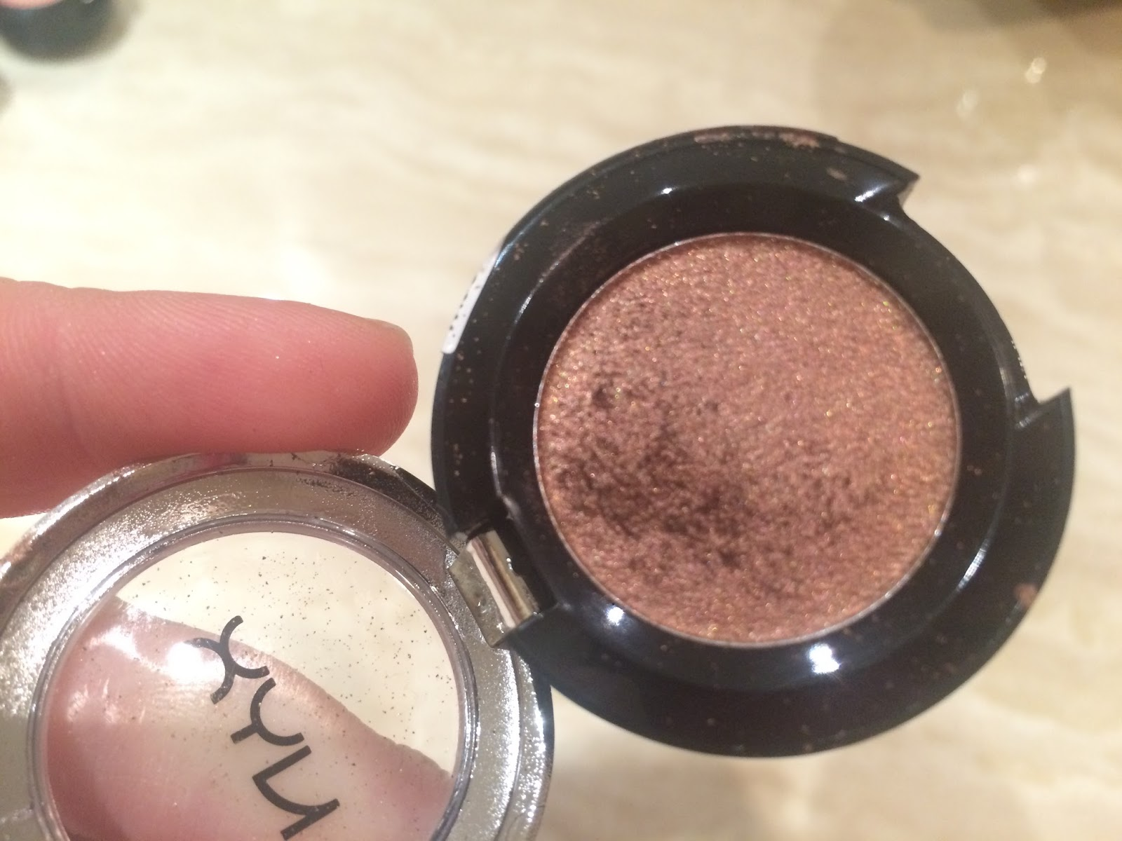 Bedroom Eyes Is A Dark Bronze Brown Shade With Golden Shimmer It S Gorgeous For Quick Wash Of Colour All Over The Lid As Blends Out Really