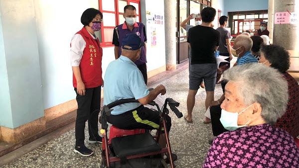 彰化75-84歲長者開打莫德納疫苗 巡視芳苑福海宮接種站