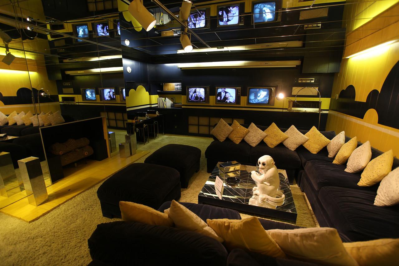 Nest: Inspiration: Elvis's Black + Gold Room