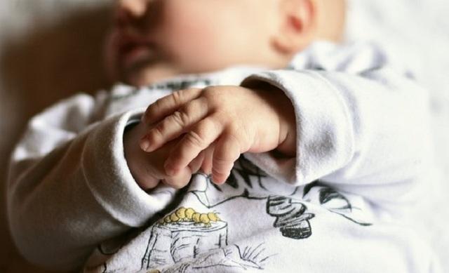 penyebab bayi susah BAB, bayi susah buang air, penyebab BAB bayi keras, bab bayi keras, cara atasi bayi susah bab