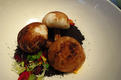 藝 yì by Jereme Leung, mushroom buns