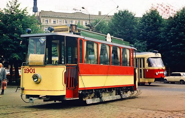 1986 год. Рига. Перекресток улиц Кришьяна Барона и Радио. Ретро-трамвай и шестерка