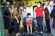 Ny. Sagung Antari Jaya Negara dan Ayu Arya Wibawa Serahkan Kursi Roda dan Sembako