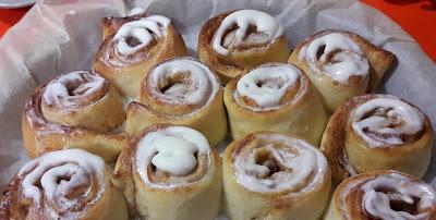 """""""Cinnamon rolls"""" edo kanela-biribilketako errezeta"""