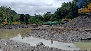 Disinyalir Tambang Illegal, 3 Unit Alat Berat Beroperasi di Cek Dam Lubuk Nagodang
