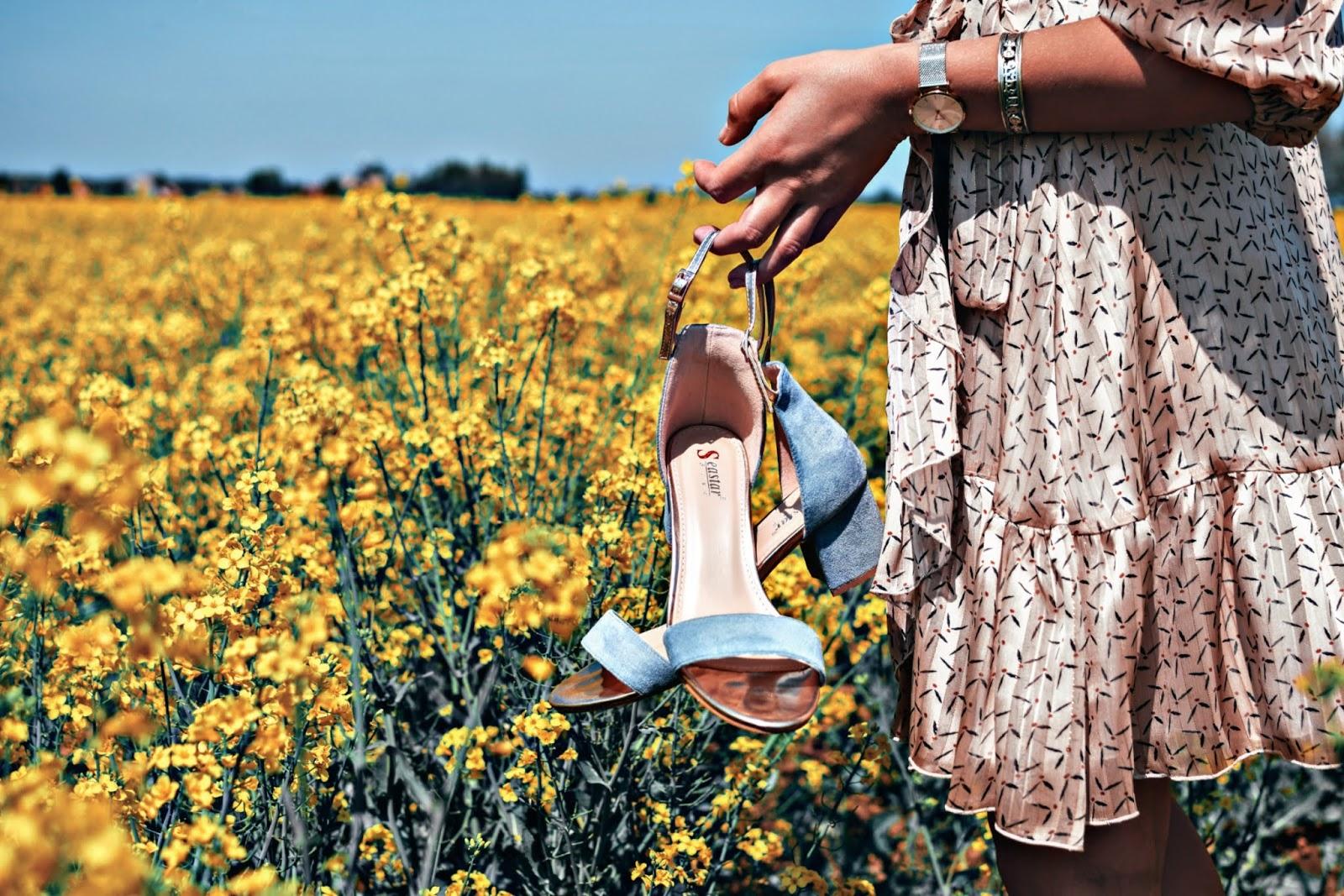 Niebieskie sandały na obcasie kupbuty.com