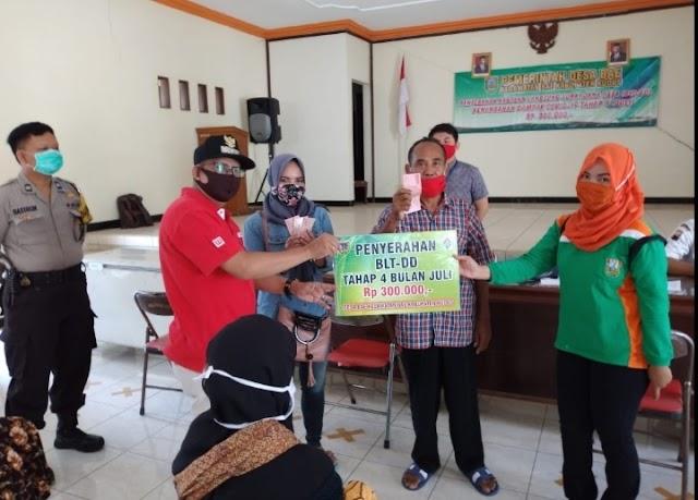 Kepala Desa Bae Salurkan BLT DD Tahap Empat