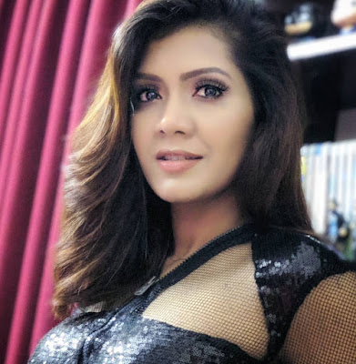 Maria Nur Photos