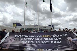 Policiais rodoviários federais fazem protesto contra Bolsonaro
