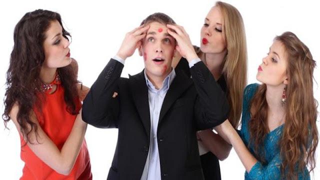 7 Tanda yang Terlihat Kalau Isi Otak Cowokmu Itu Cuma Ngeres.