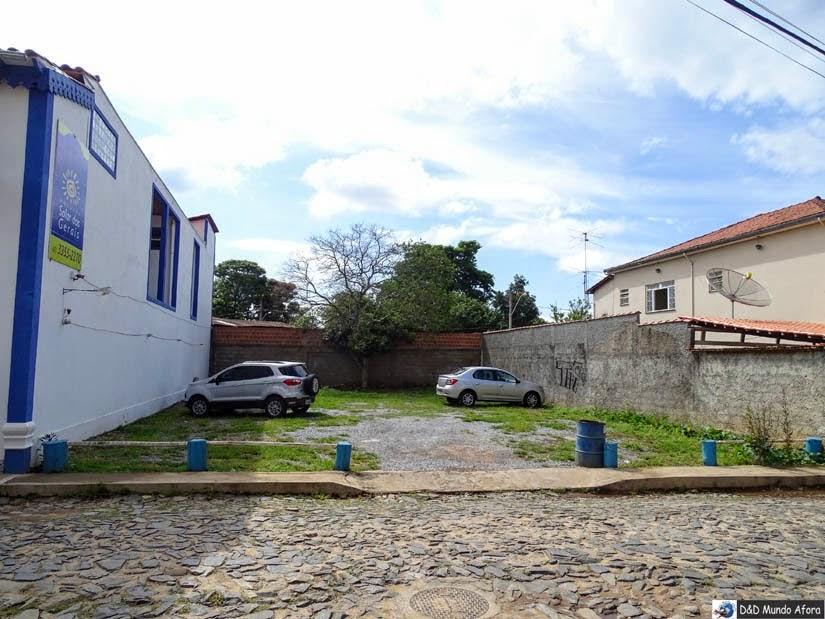 Estacionamento da Pousada Solar das Gerais: hospedagem em Tiradentes