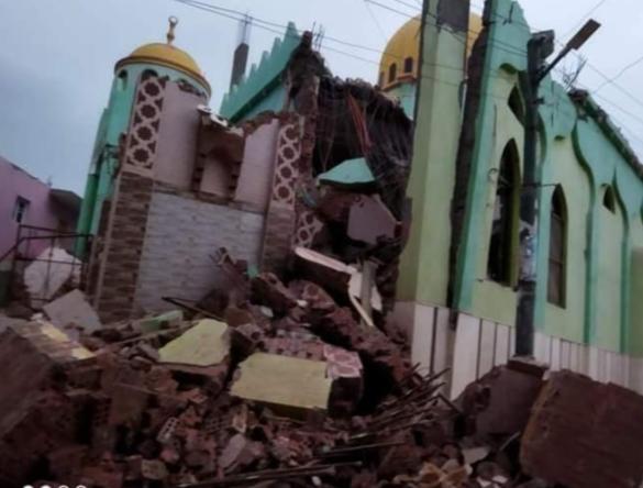 بالصور.. سقوط مآذن مساجد ومنازل بسبب العاصفة الترابية بالبحيرة