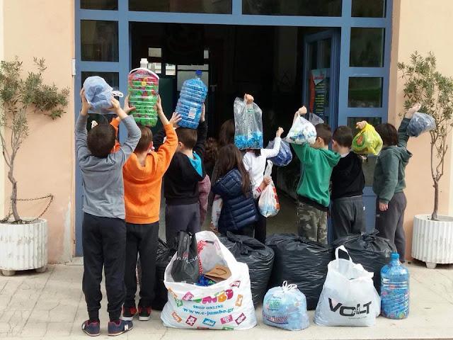 Οι μικροί μαθητές του 2ου Δημοτικού Σχολείου Ναυπλίου μάζεψαν πλαστικά καπάκια για την αγορά αναπηρικού αμαξιδίου