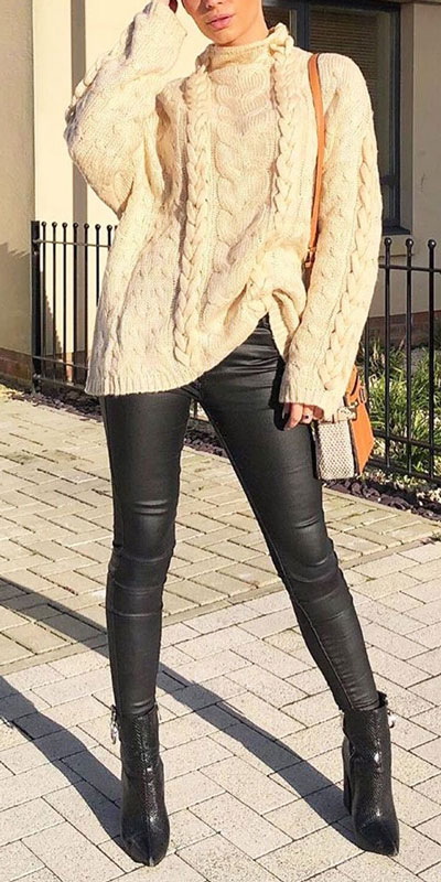 Looking for casual winter outfits? Consider these 23 Fabulous Winter Outfits To Get You Through The Season with Style. Fashion for Women via higiggle.com | knit wear with pants | #winter #fashion #knit #sweater