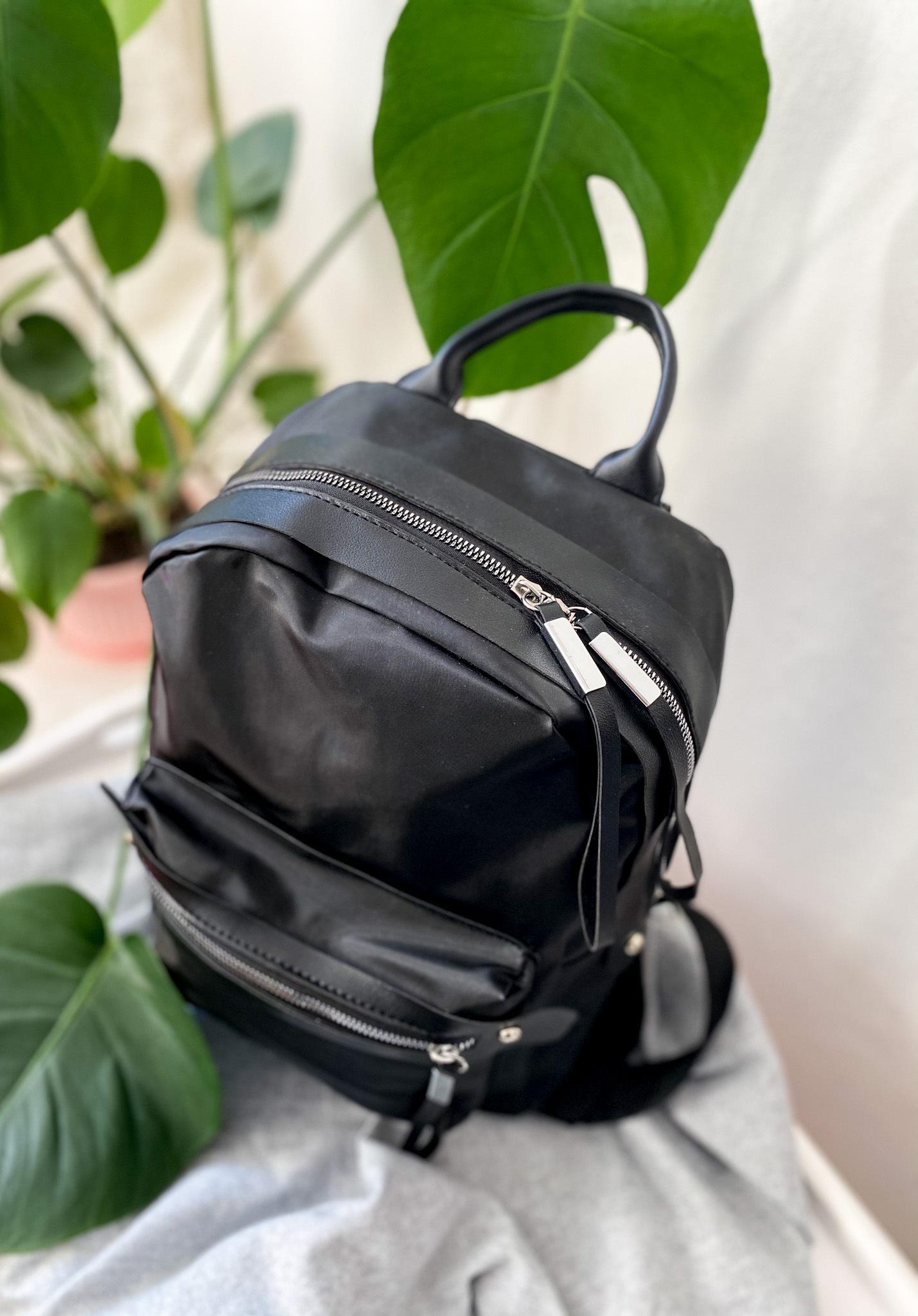 czarny-plecak-na-wiosn%25C4%2599-niezb%2