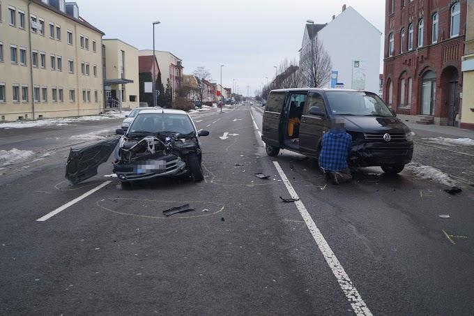 Schwerer Verkehrsunfall auf der Bismarckstraße in Bitterfeld