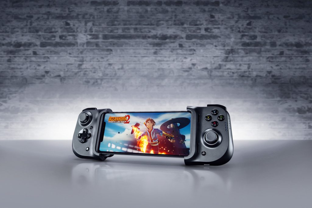 RAZER KISHI UNIVERSAL GAMING CONTROLLER FOR iPHONE BRINGS CONSOLE QUALITY CONTROL TO iOS