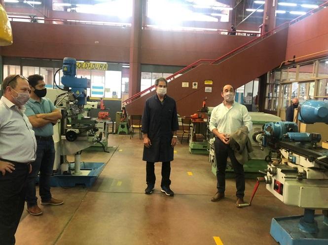 Thomas visitó escuelas en San Rafael y mantuvo una reunión con el intendente