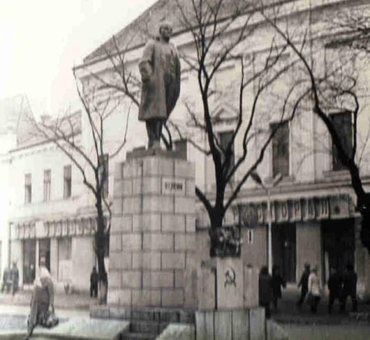 Мукачево. Пам'ятник Леніну на колишній площі Леніна
