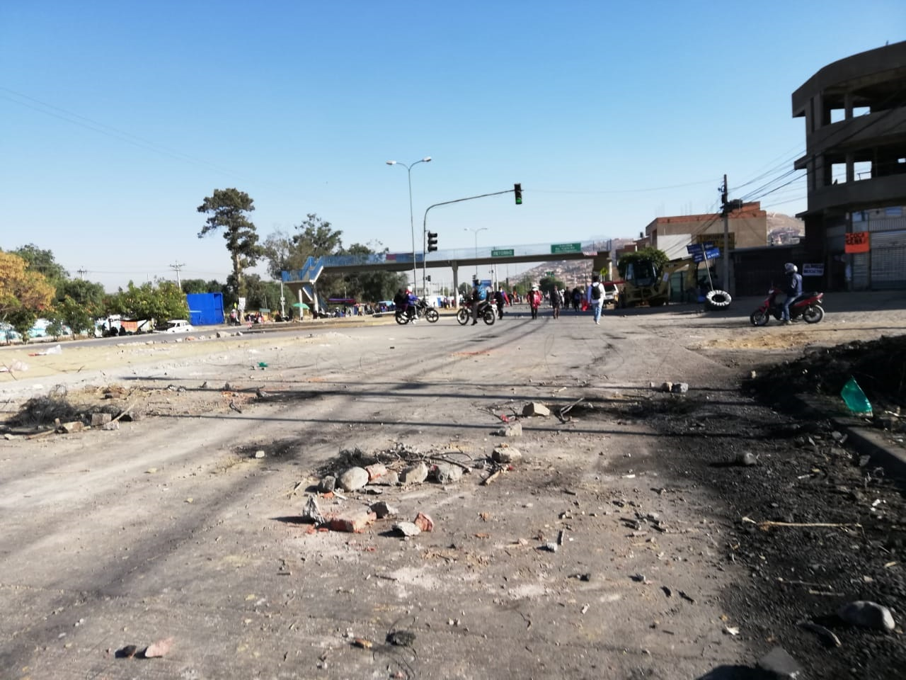 Un punto de bloqueo en Cochabamba donde tampoco dejaron pasar agua a la propia zona sur / ABI