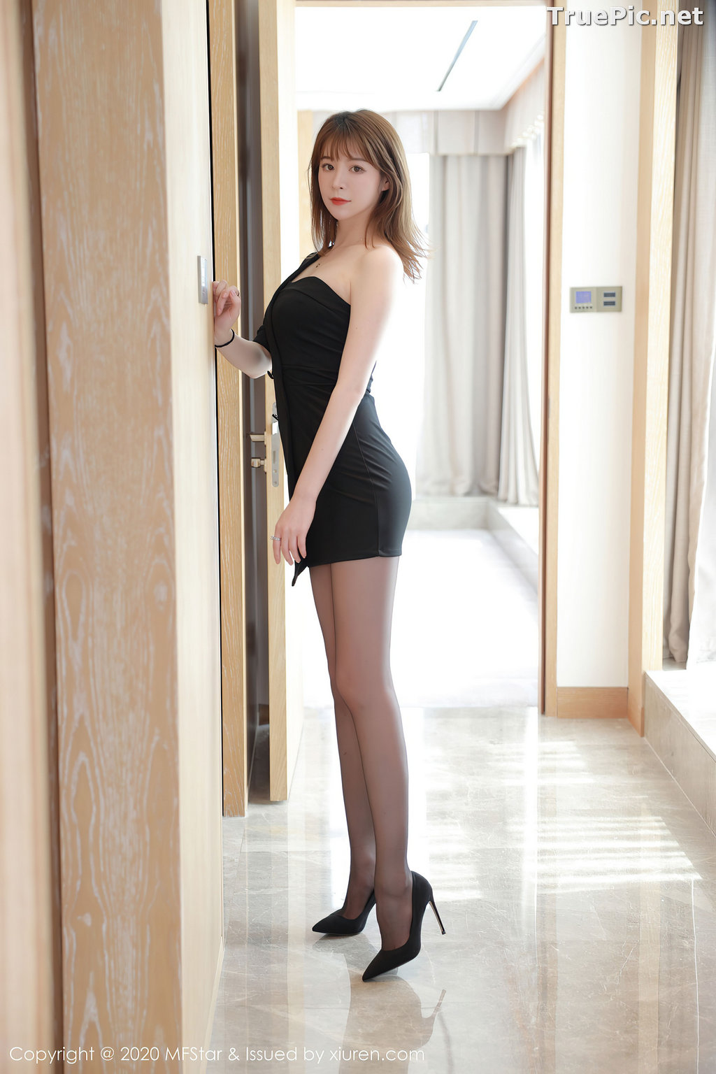 Image MFStar Vol.405 - Chinese Model - Yoo优优 - Hot Woman in Black - TruePic.net - Picture-1