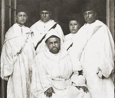 فيديو نادر: السلطان مولاي يوسف بن الحسن ووالي عهد محمد الخامس