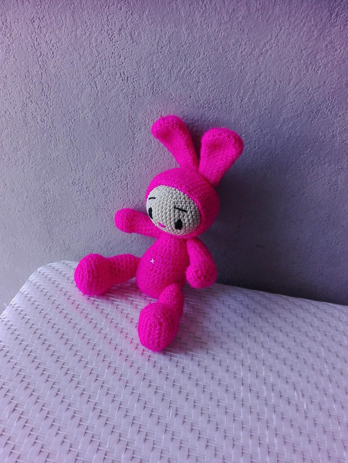 Français/Espanol/English/Tieng Viet : Modèle au crochet Mimi The little  bunny / amigurumi   Lapin en crochet, Modèles de jouets au crochet, Poupées  en crochet   1600x1205
