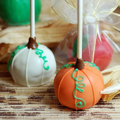 Planning a Halloween-themed wedding or a Halloween party? Check out these Halloween wedding favor ideas from www.abrideonabudget.com.