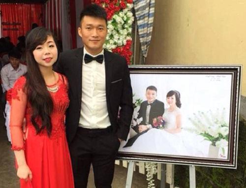 Đình Đồng hạnh phúc bên người vợ mới cưới