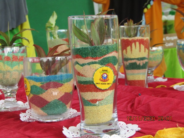 SMKN 4 Bone Sulawesi Selatan: Pasir Warna Sebagai One School One Product