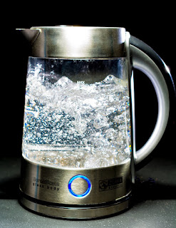 Drinking-hot-water-in-morning