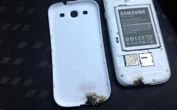 2200b14f342 Quizás hayan escuchado ya el rumor que hablaba acerca de un Samsung Galaxy  SIII que había explotado a un usuario derritiendo la carcasa, pues bien, ...
