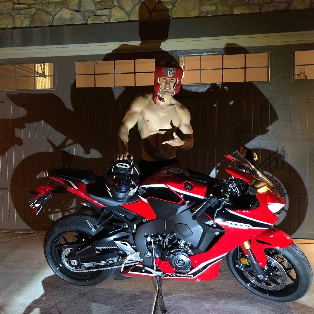 sexy-muscle-jock-super-sage-northcutt-shirtless-motorcycle-photos