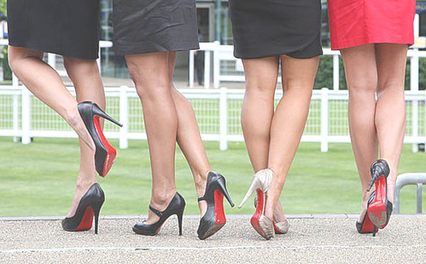 Cara yang Nyaman untuk Memakai High Heels Nyaman
