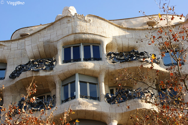 Particolari dei balconi di Casa Milà nel quartiere Example