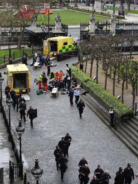 #LatestUpdate,#LondonAttack : Four people are dead and at least 20 are injured