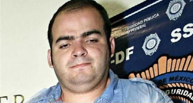 """""""El Betito"""" líder de La U entrega a su gente y sicarios armas con cráneos de oro para identificarlos"""