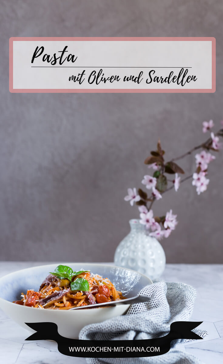Pasta mit Oliven und Sardellen