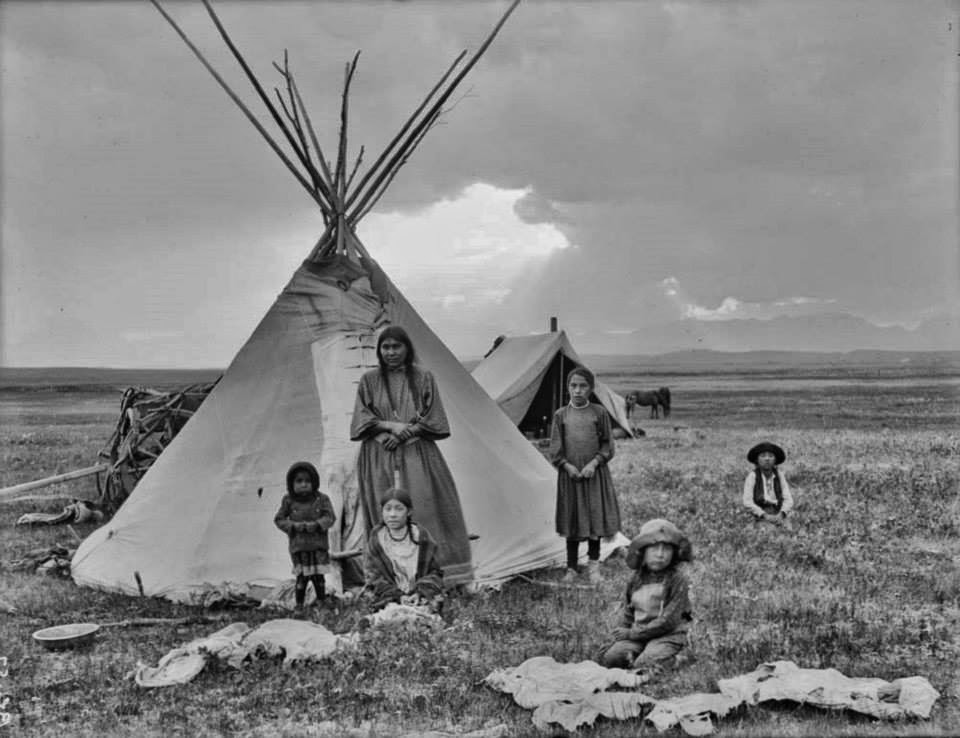 indian blackfoot montana blackfeet tipis native tipi american children early 1900s reservation indians sioux tribes americans canada mother symbols photographed