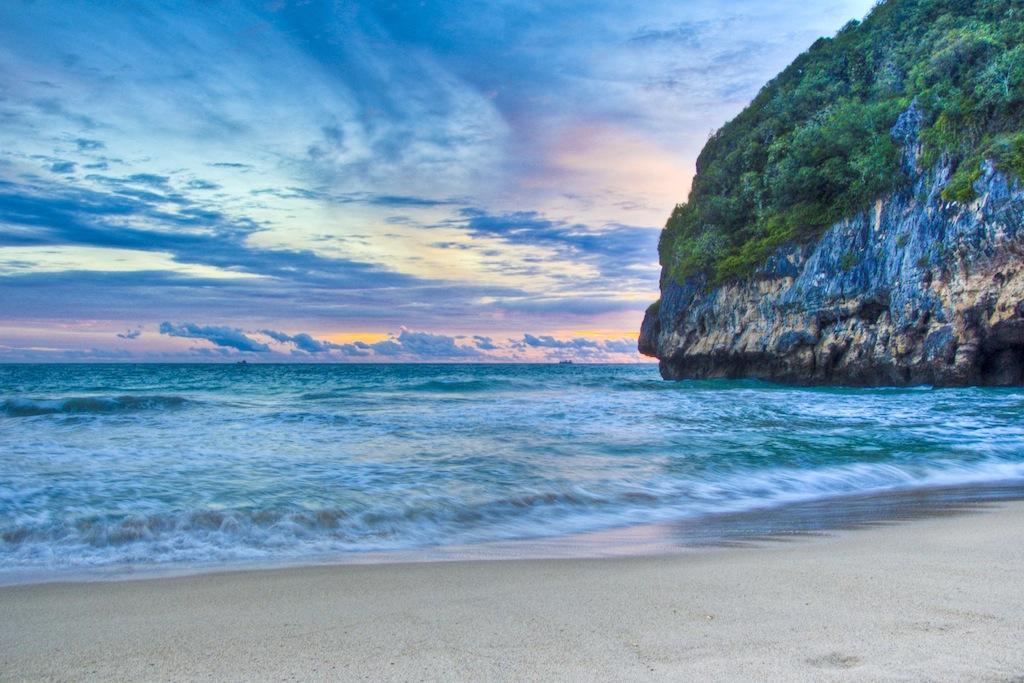 Wisata Pantai Lampuuk yang Mempesona dI Aceh