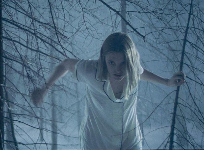 Lauren Beatty en el bosque