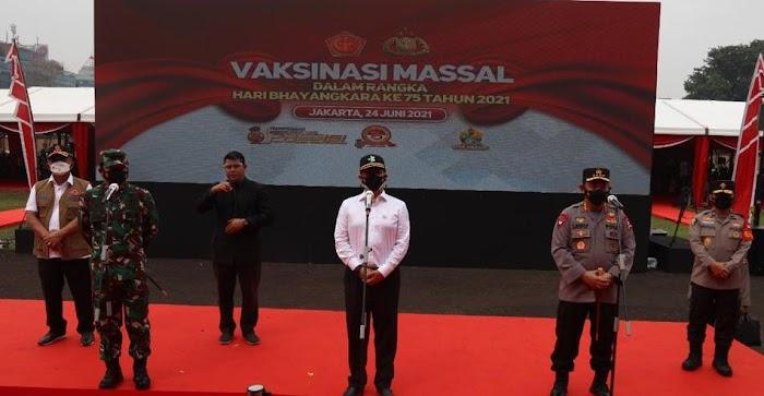 Panglima TNI, Kapolri dan Menkes, Tinjau Vaksinasi Massal Jelang HUT Bhayangkara