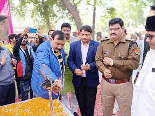 Jaunpur : एडी फाउण्डेशन ट्रस्ट ने सैकड़ों गरीबों को दिया अनाज व कम्बल