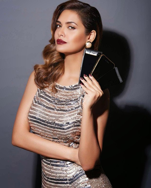 Esha_Gupta-in-Exhibit-Magazine-November-2014