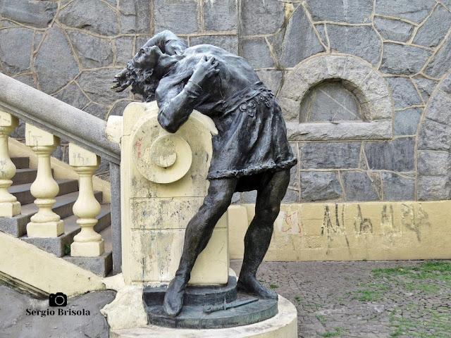 Close-up da folclórica Escultura Condor na Praça Ramos de Azevedo - Centro - São Paulo