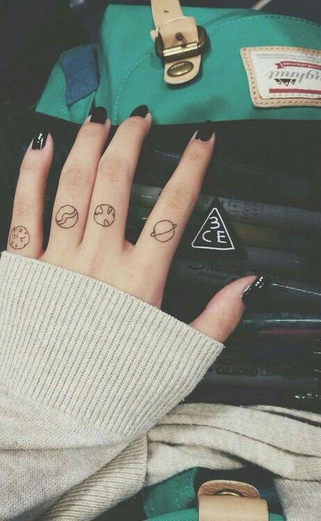 awesome finger tattoos for girls