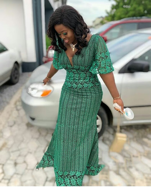2019 Beautiful Designs of Asoebi to Copy