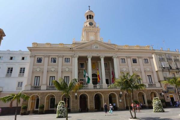 Cádiz decreta un día de luto por el fallecimiento del comparsista y antifaz de oro Antonio Cantos 'Caracol'