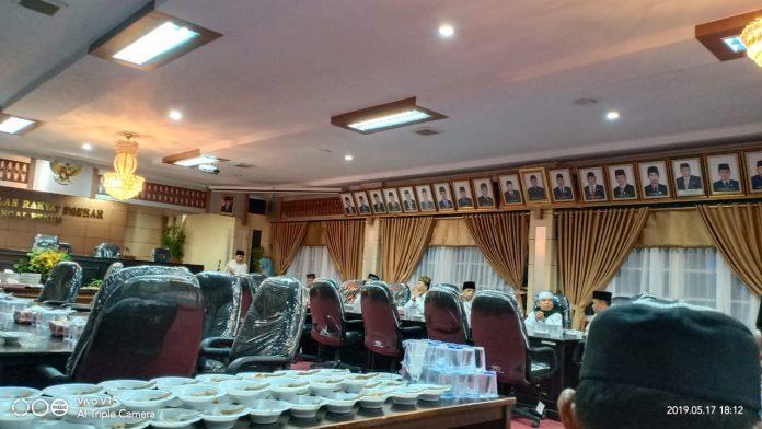 DPRD Kota Sungai Penuh Buka Puasa Bersama Awak Media